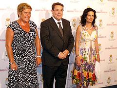 La presidenta de las Cortes Valencianas, Milagrosa Martínez, el alcalde, Pedro Hernández Mateo, y la consellera de Turismo, Angélica Such